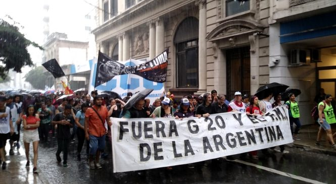 La lluvia no calló el grito #FueraG20 de Argentina
