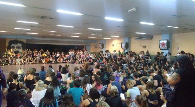 Masiva asamblea de mujeres de cara al Paro Internacional del #8M