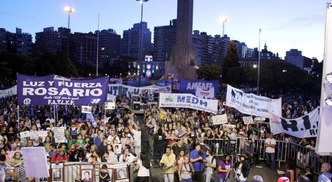 Una multitud en defensa de los derechos humanos