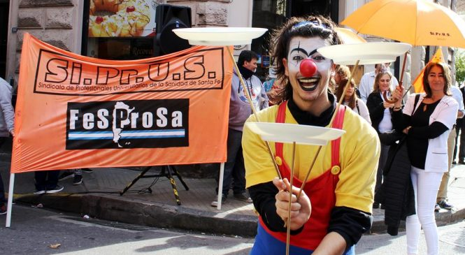 Siprus se manifestó con un circo en plena calle