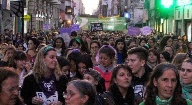 Las compañeras de la CTAA junto a una multitud gritaron #NiUnaMenos