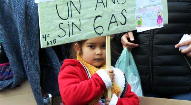 """Frazadazo: """"las promesas de los funcionarios no abrigan el frio de nuestros alumnos"""""""