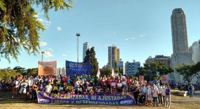 Compañeras de la Central mostraron su potente reclamo contra las violencias
